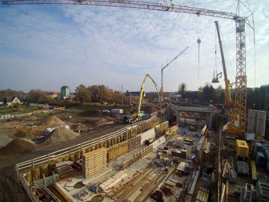 Seitlicher Einschub des Rahmenbauwerks aus Blickrichtung Baugrube
